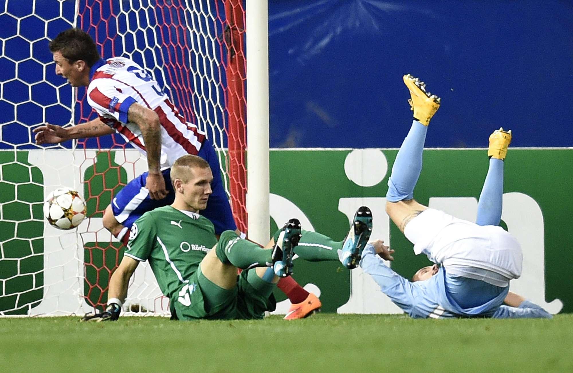 Mandzukic fez o segundo gol da goleada do Atlético de Madrid sobre o Malmo Foto: Gerard Julien/AFP