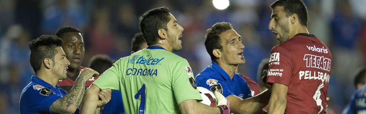 Corona fue parte de la bronca de año pasado con Xolos en semifinales de Concacaf Foto: Mexsport