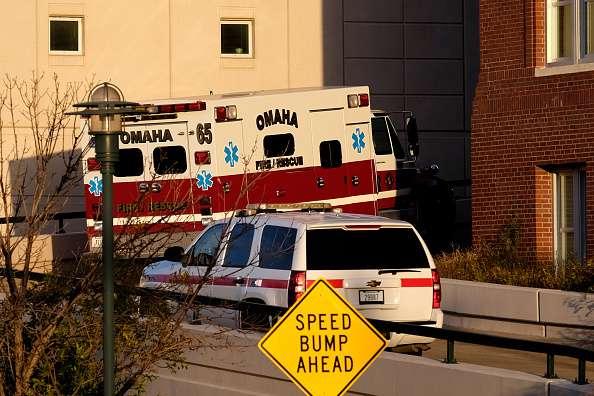 Momento en que el camarógrafo fue trasladado al Centro Médico de Nebraska Foto: Eric Francis/Getty Images/Archivo