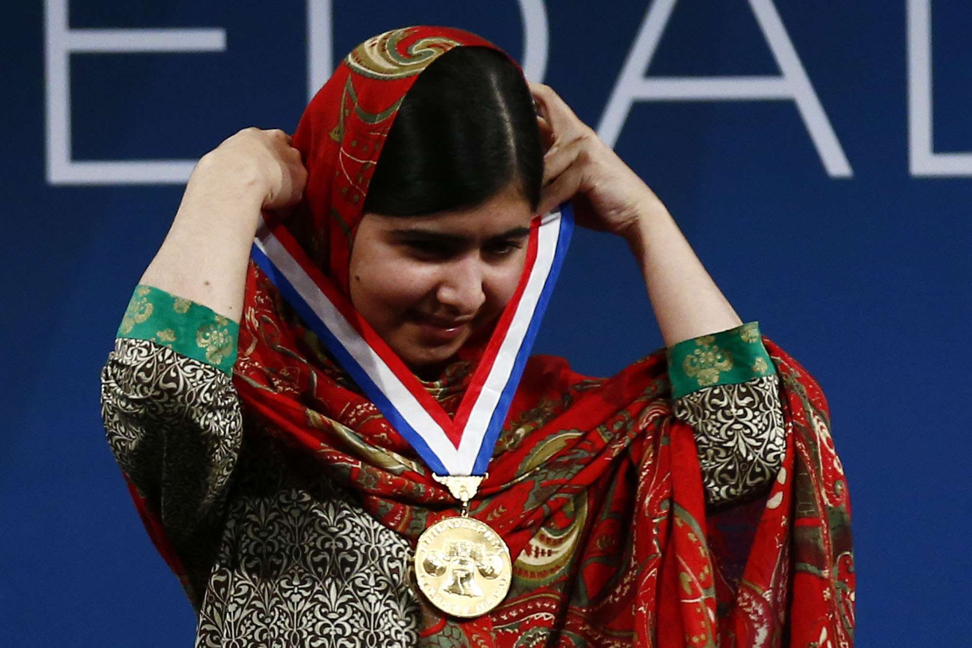 Malala ha pedido a los gobiernos a dejar de gastar dinero en armas e invertir en el futuro de los niños y jóvenes Foto: Matt Rourke/AP