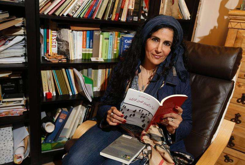 Poet Amal al-Jubouri poses for a photograph in her studio at her home in south west London October 3, 2014. Foto: Luke MacGregor/Reuters