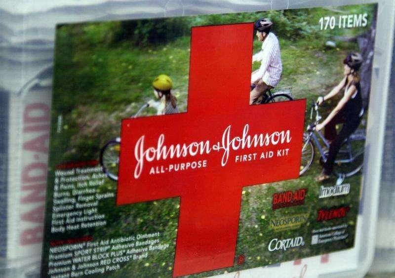 Kit de primeiros-socorros da Johnson & Johnson em loja de Westminster, Colorado, nos EUA. 14/04/2009 Foto: Rick Wilking/Reuters