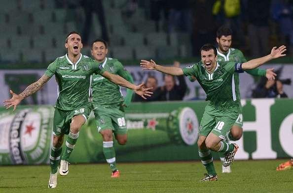 Minev corre extasiado tras lograr el tanto de la victoria. Foto: Getty Images