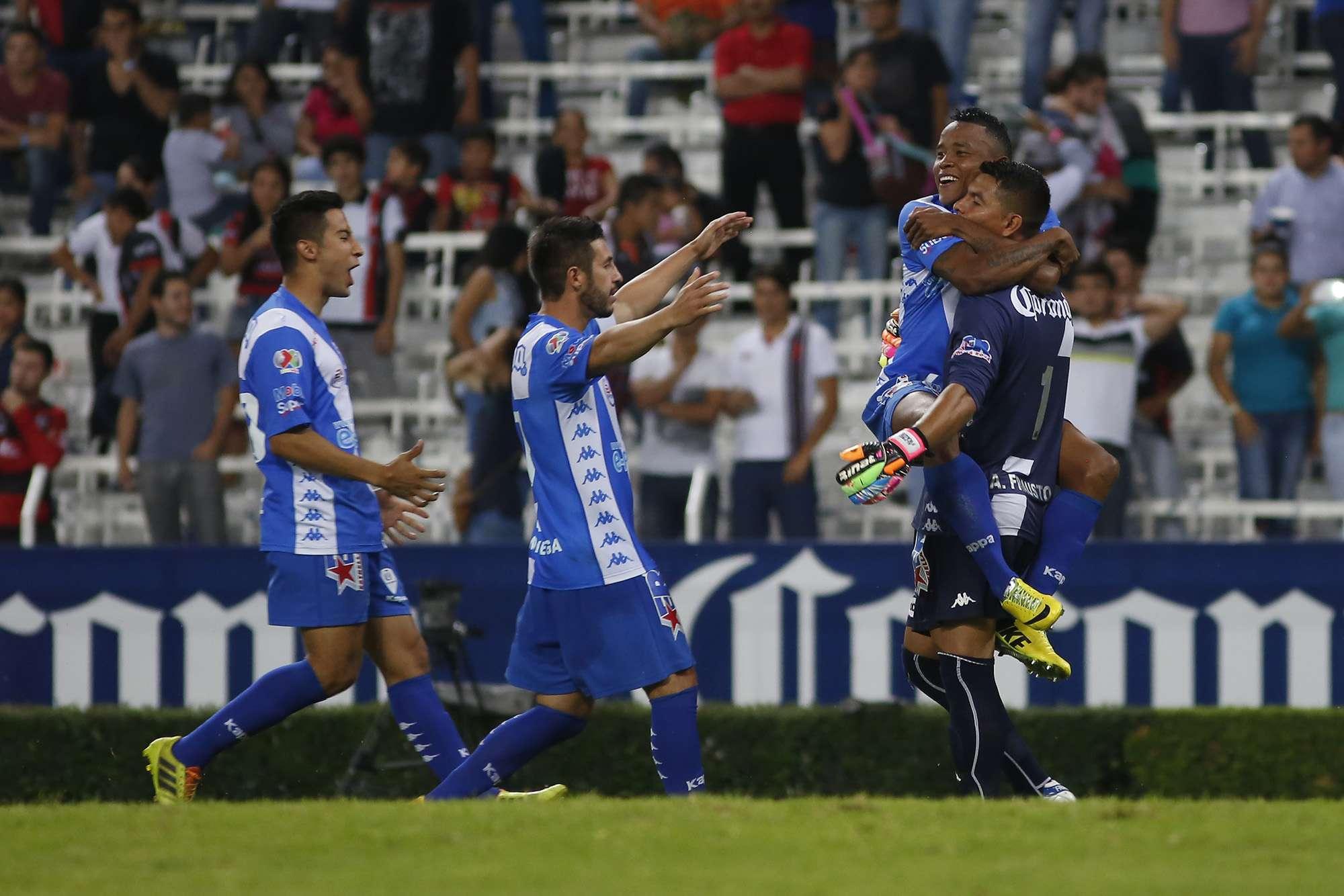 Los jugadores de Puebla festejan el pase a semifinales. Foto: Imago7