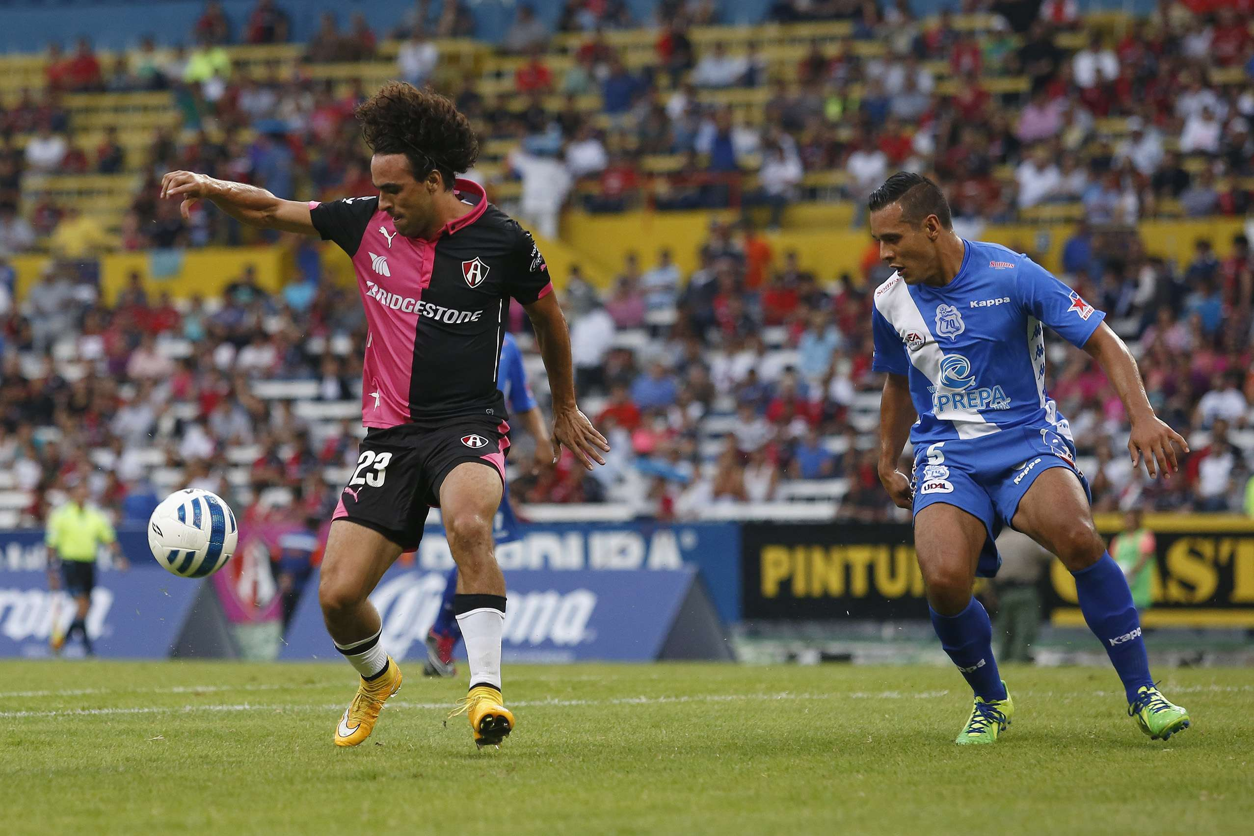 Puebla derrota 4-3 al Atlas en los cuartos de final de la Copa MX en la tanda de penaltis, donde el portero Frausto fue la figura al marcar el gol de la victoria y detener el último disparo de Atlas. Foto: Imago7