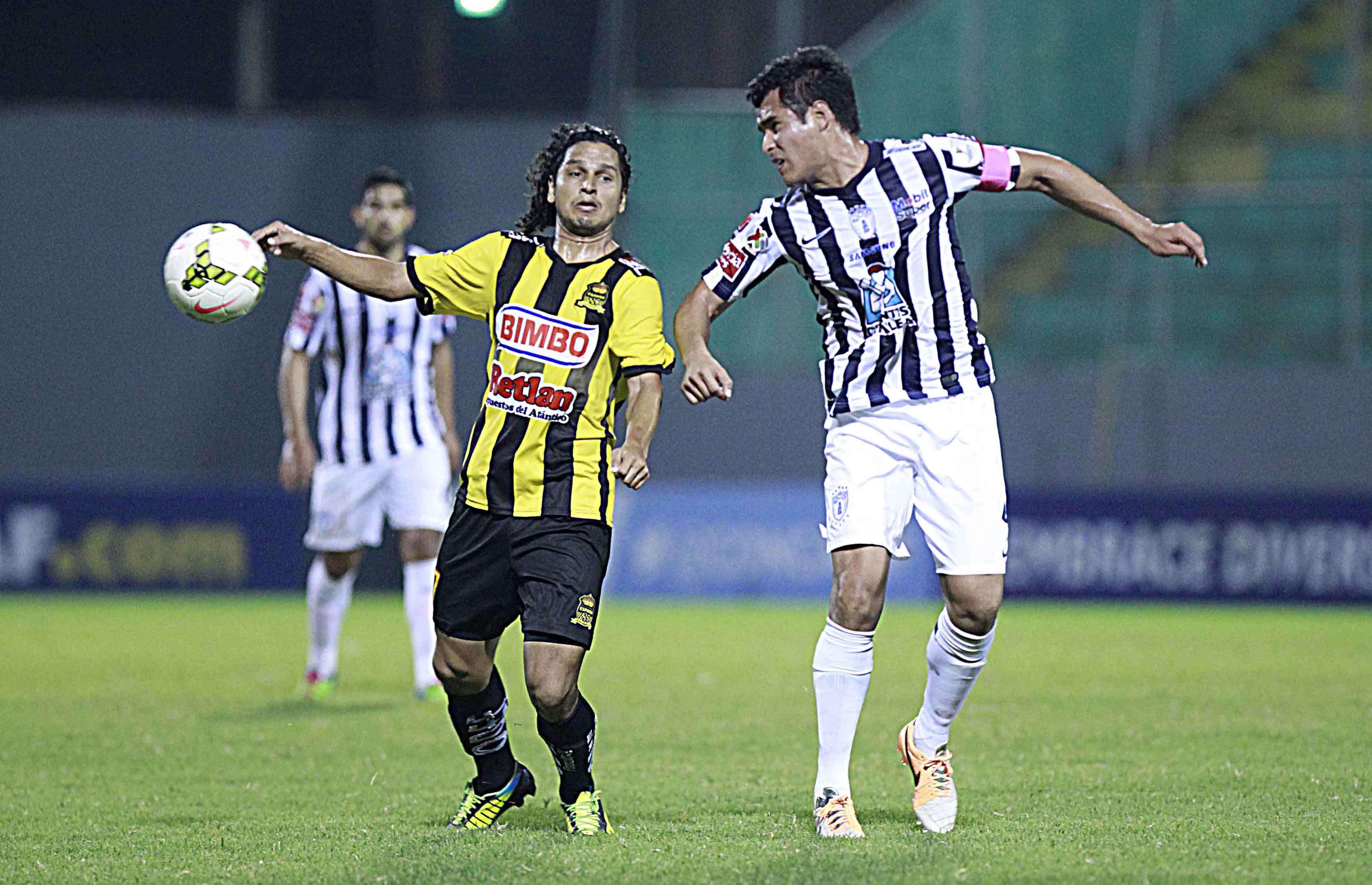 Pachuca no tuvo una buena noche en Honduras, pero sigue con vida en la Concacaf. Foto: Mexsport