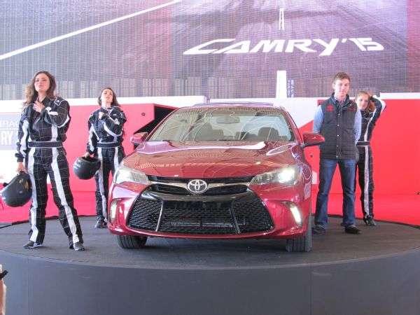 El nuevo Toyota Camry 2015 llega a México en su octava generación. Se ofrecerá en cinco versiones. Foto: Autos Terra MotorTrend