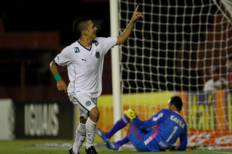Esquerdinha marca aos 45min e dá vitória ao Goiás contra o Sport Foto: Marlon Costa/Futura Press