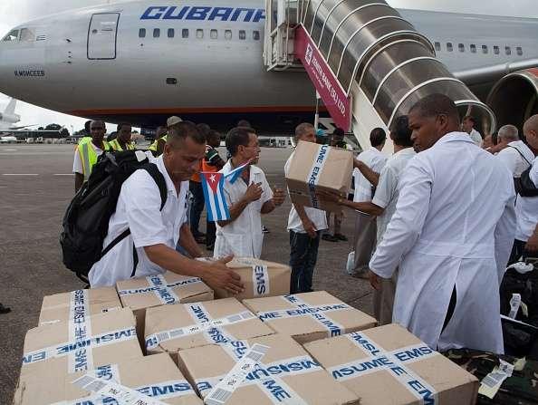 La exportación de servicios médicos se ha convertido en la fuente principal de ingresos de Cuba. Foto: Archivo/AFP en español