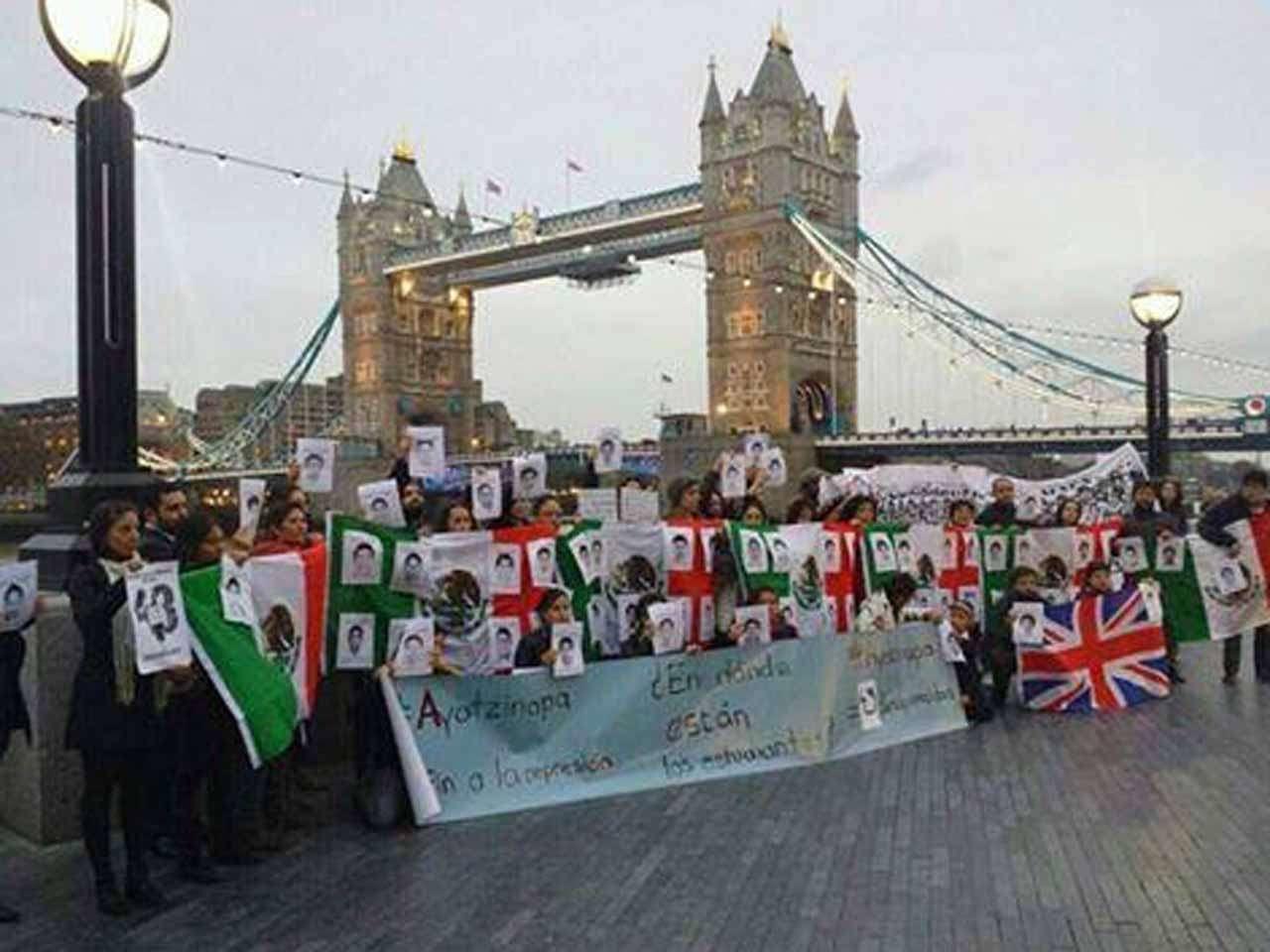 Protestas por normalistas de Ayotzinapa en México y el mundo Foto: @masde131