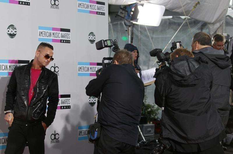 "Television personality Michael ""The Situation"" Sorrentino poses for photographers as he arrives at the 2011 American Music Awards in Los Angeles November 20, 2011. Foto: Danny Moloshok/Reuters"