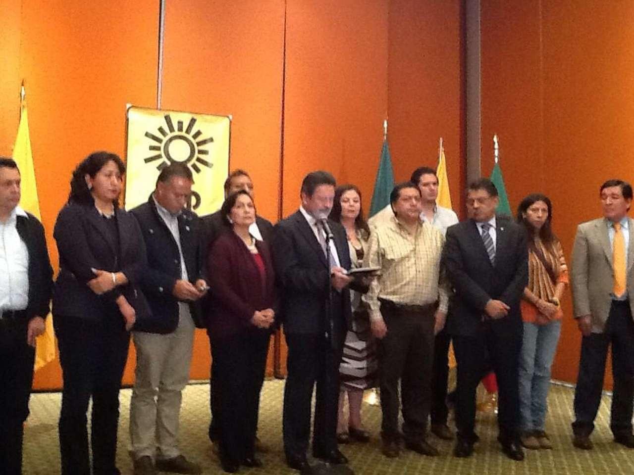 El Partido de la Revolución Democrática (PRD), aprobó que Ángel Aguirre pidiera licencia al cargo de Gobernador para coadyuvar con la búsqueda de los 43 normalistas de Ayotzinapa desaparecidos desde el 26 de septiembre en Iguala, Guerrero. Foto: @PRDmexico