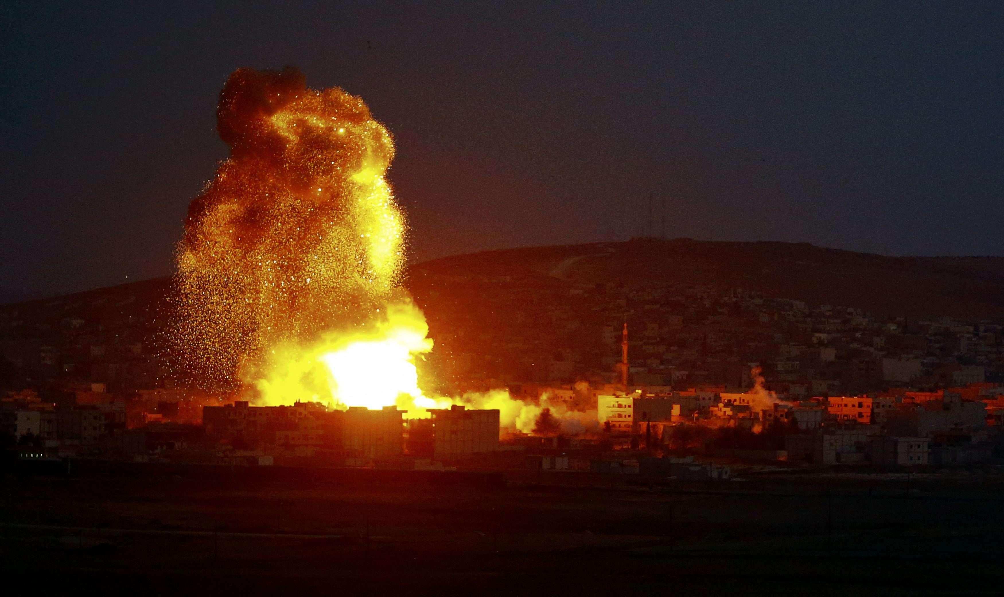 Os bombardeios da coalizão já fizeram mais de 500 mortos em um mês Foto: Kai Pfaffenbach/Reuters