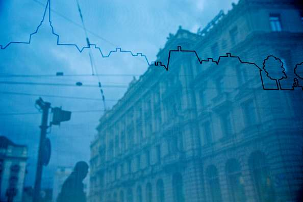 Cerca de 105 entidades financieras pasarían las pruebas de estrés, de acuerdo con un documento preliminar obtenido por Bloomberg. Foto: Getty Images