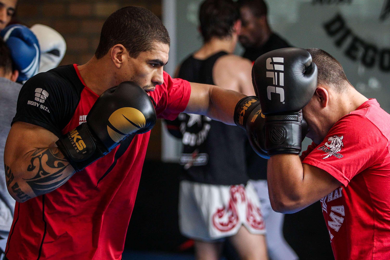 Lucas Mineiro volta ao octógono neste sábado, pelo UFC 179, quando encara o americano Darren Elkins, no Maracanãzinho, no Rio de Janeiro Foto: Integralmédica/Divulgação