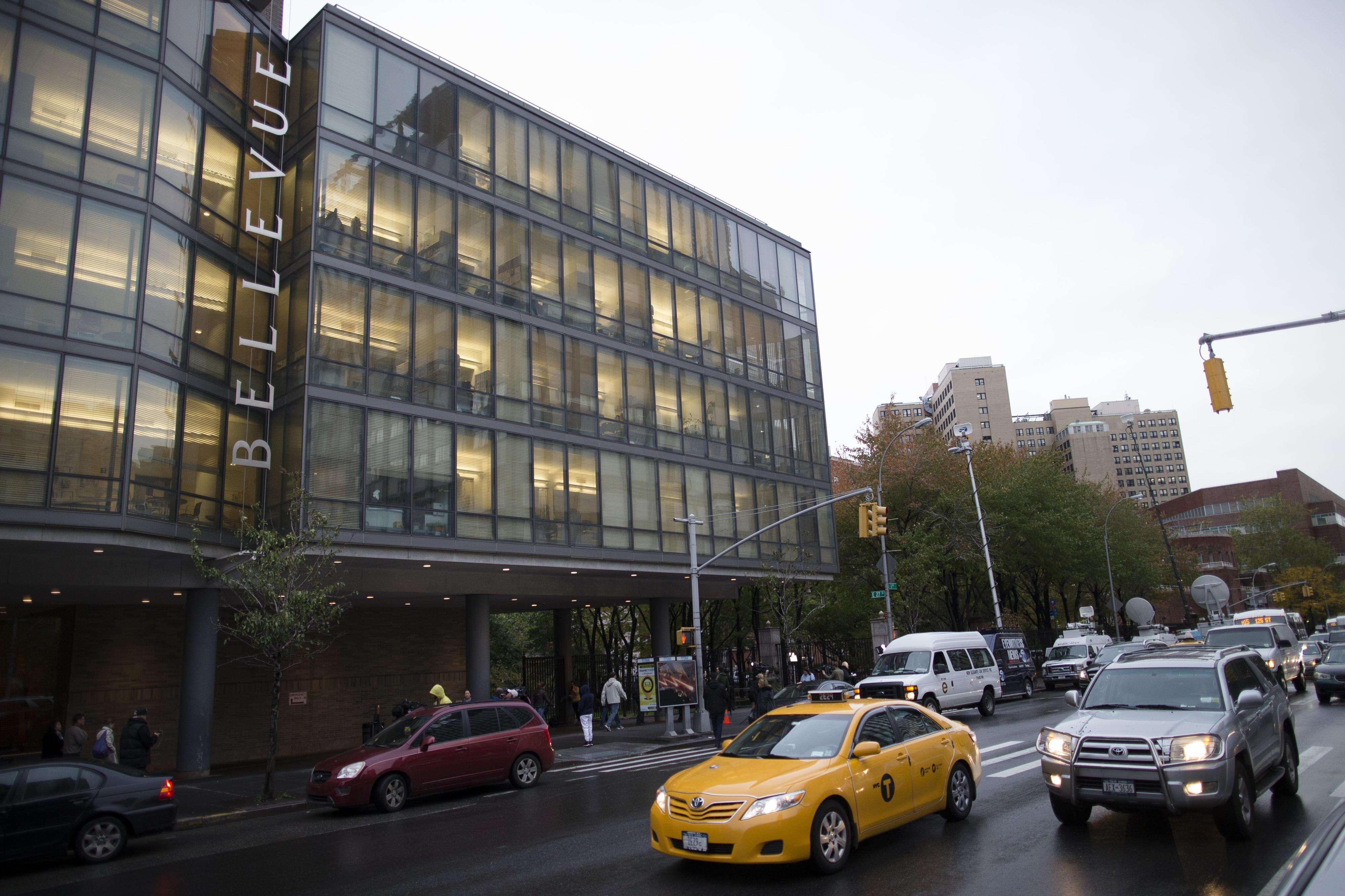 Vista del Hospital Bellevue de Manhattan, en Nueva York, el jueves 23 de octubre de 2014, donde está internado el doctor Craig Spencer Foto: AP en español
