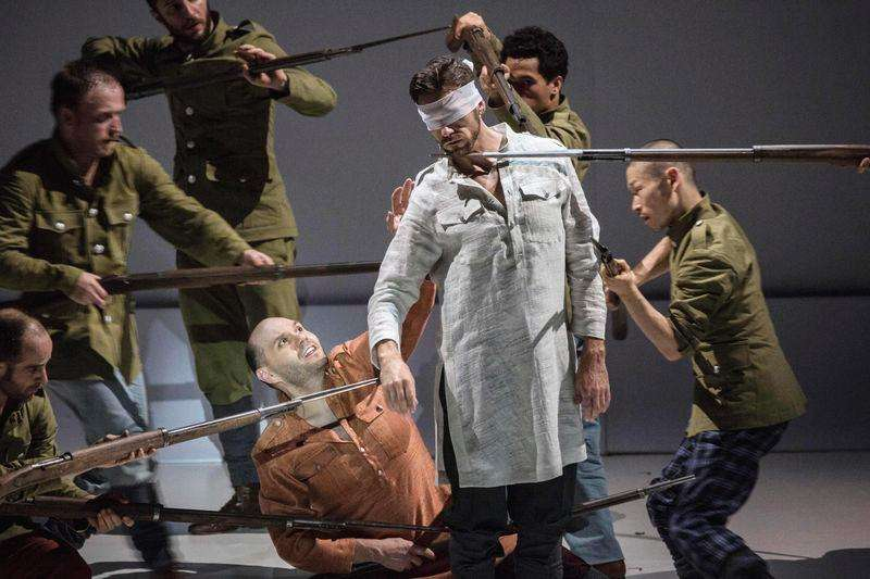 "Opera singers and dancers perform on stage during a rehearsal of ""Shell Shock"", an opera marking the centenary of World War One, at La Monnaie Theatre in Brussels October 17, 2014, in this handout courtesy of La Monnaie. Foto: Filip Van Roe/Reuters"