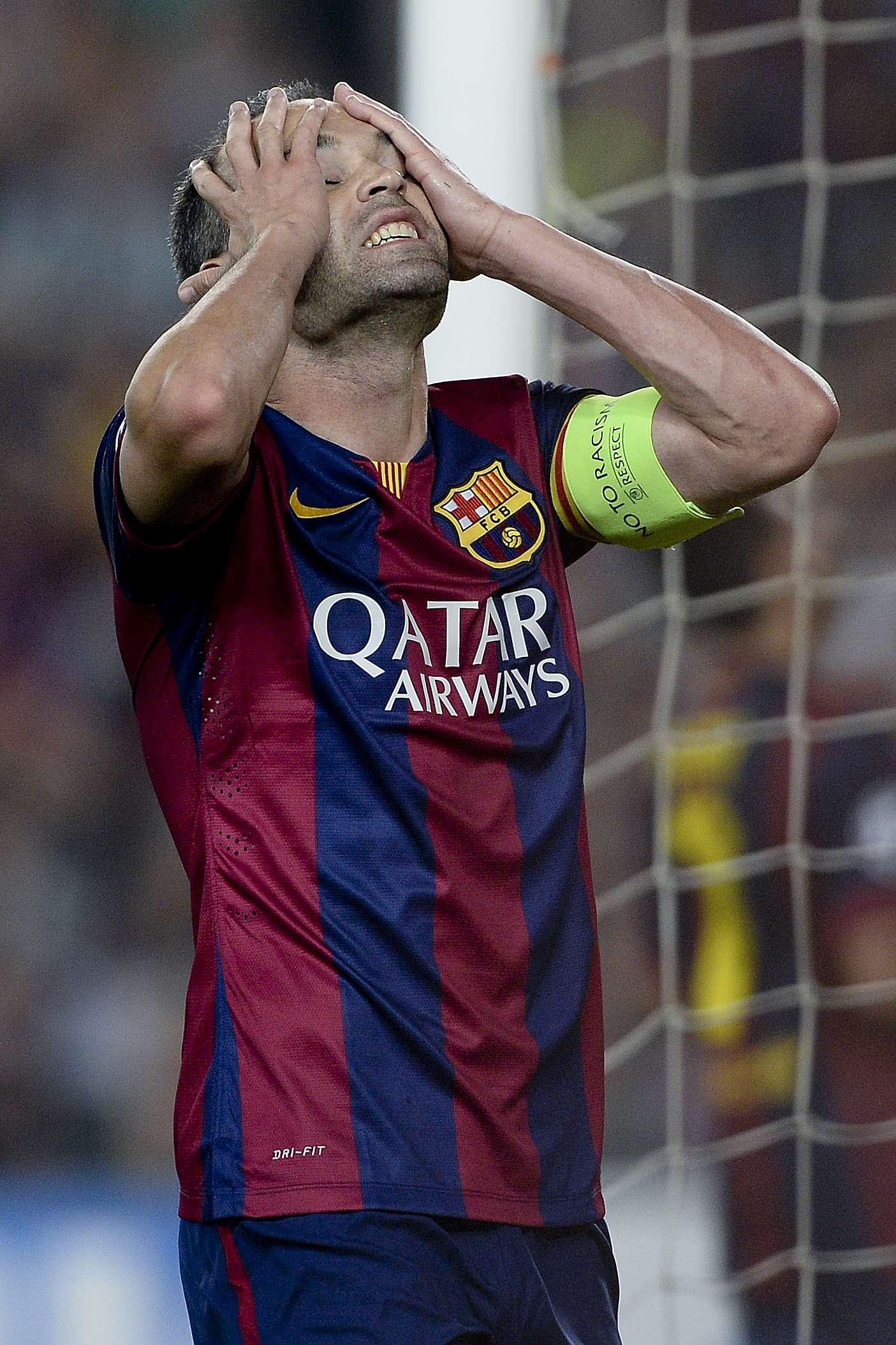 Iniesta salió lesionado del partido ante Real Madrid. Foto: AFP