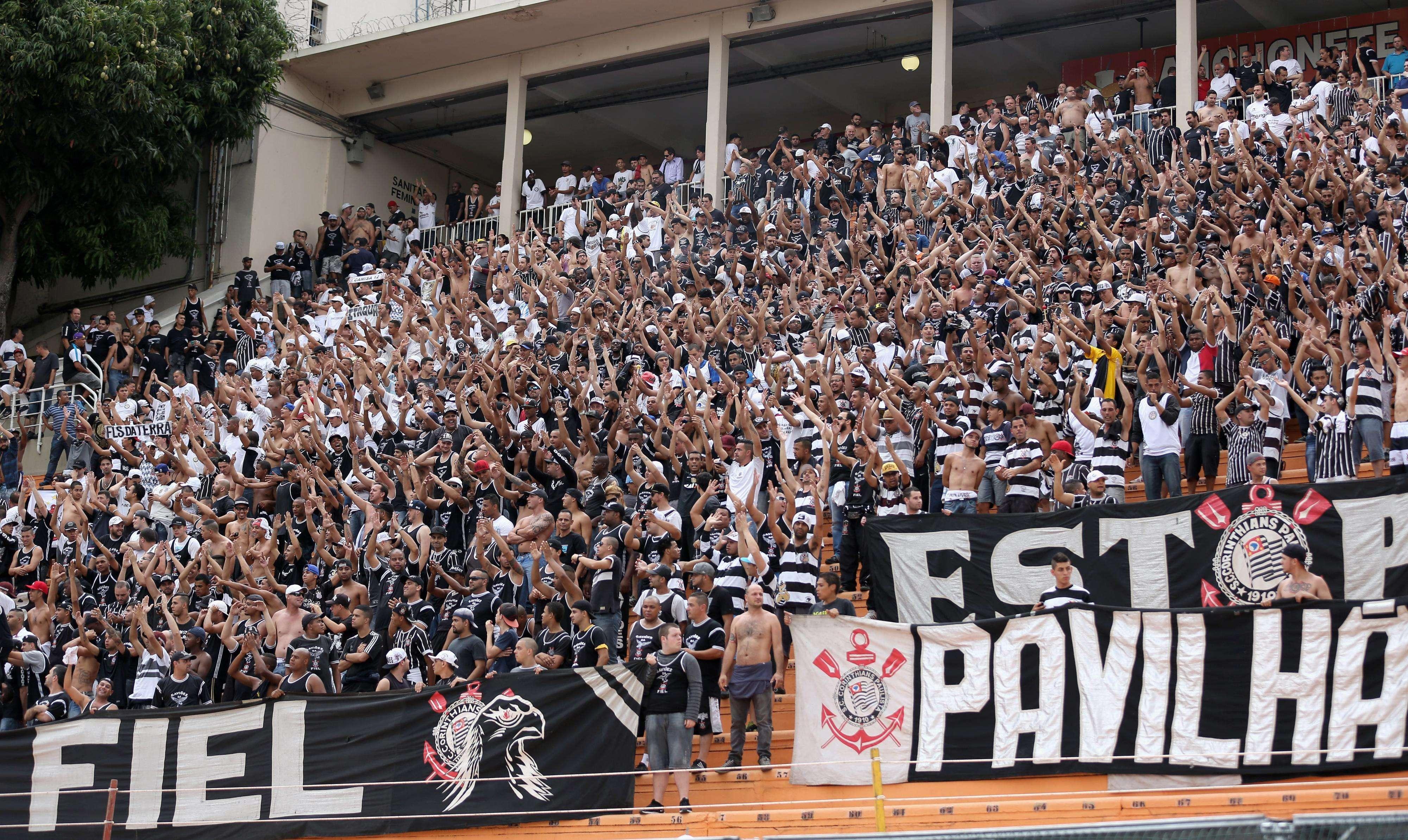 Torcida do Corinthians marca presença no Pacaembu para clássico contra Palmeiras Foto: Friedemann Vogel/Getty Images