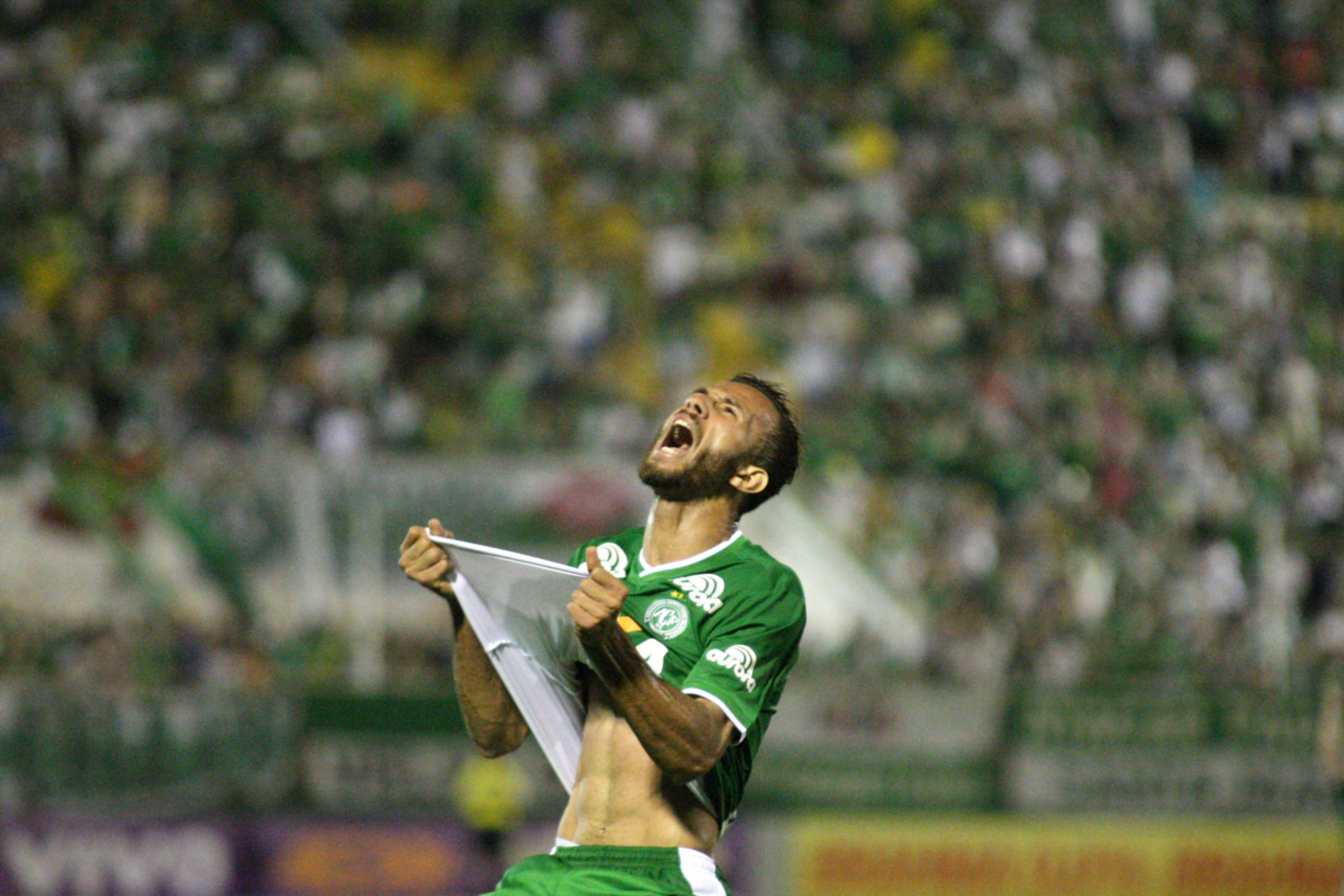 Artilheiro Leandro deixou mais uma vez sua marca pela Chapecoense no empate suado por 1 a 1 com o Santos Foto: Alan Pedro/Getty Images