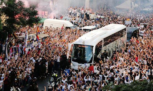 Ambiente del Santiago Bernabéu en el partido que enfrenta al Real Madrid con el FC Barcelona Foto: Twitter
