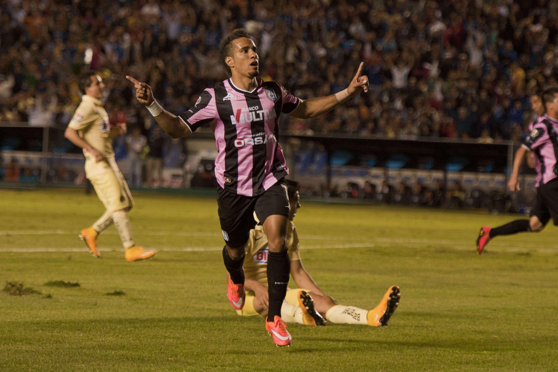 Camilo Sanvezzo festeja el primero de sus dos goles ante América. Foto: Imago 7