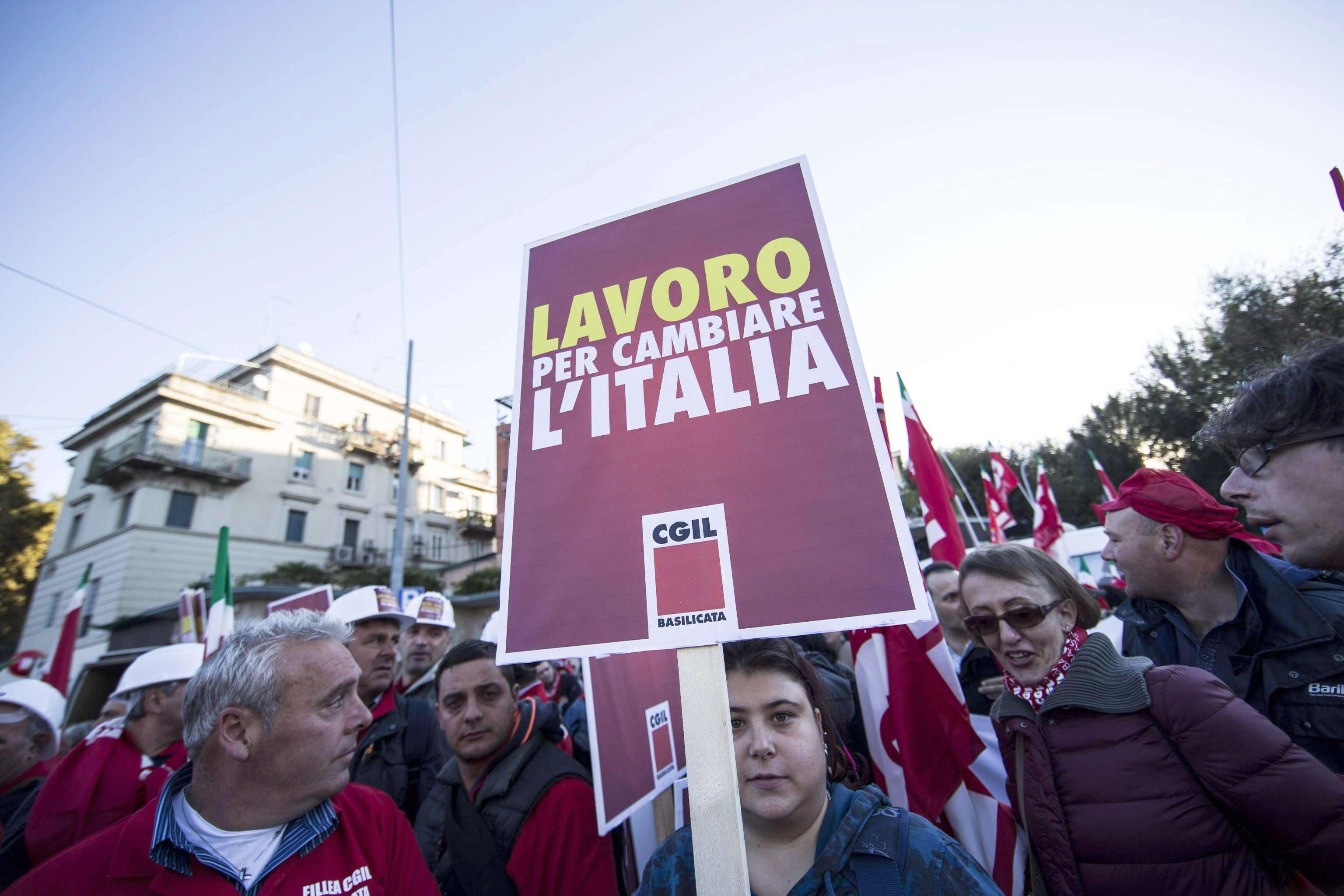 Líderes sindicales y trabajadores han rechazado la lógica de que facilidad para despedir haría más fácil contratar. Foto: EFE en español