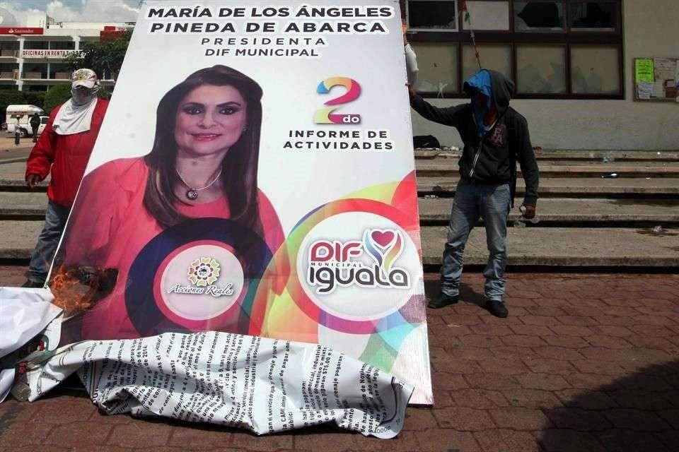 El 26 de septiembre la esposa de Abarca rindió su informe sobre las acciones realizadas al frente del DIF Foto: Archivo/Reforma