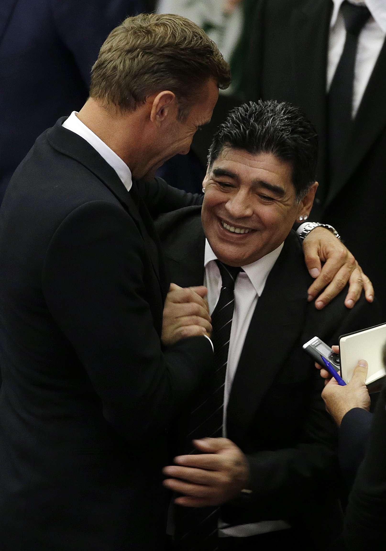 Otra vez Diego Maradona en escándalos por su fortuna. Foto: AP