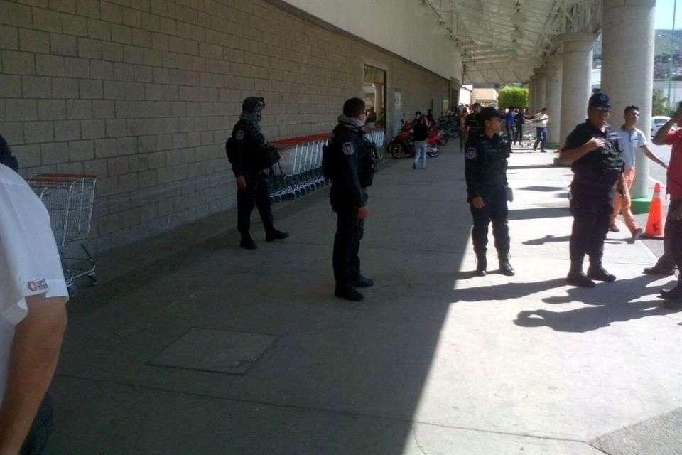 La Policía resguarda la zona Foto: Jesús Guerrero/Reforma