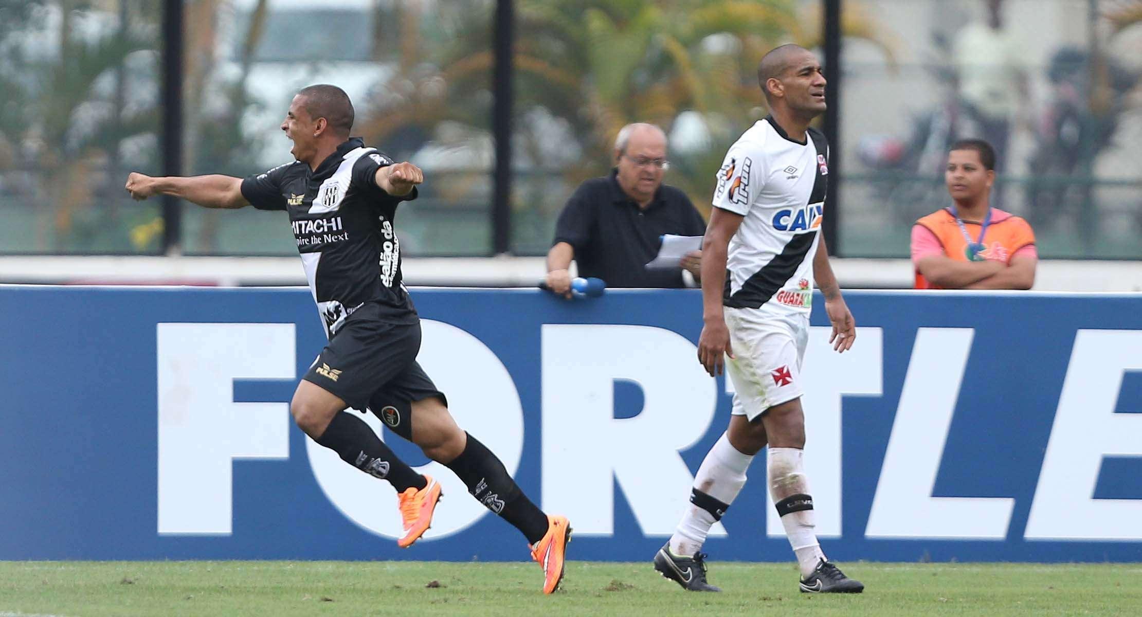 Ponte chegou ao empate logo depois sair atrás no placar Foto: Cleber Mendes/Agência Lance