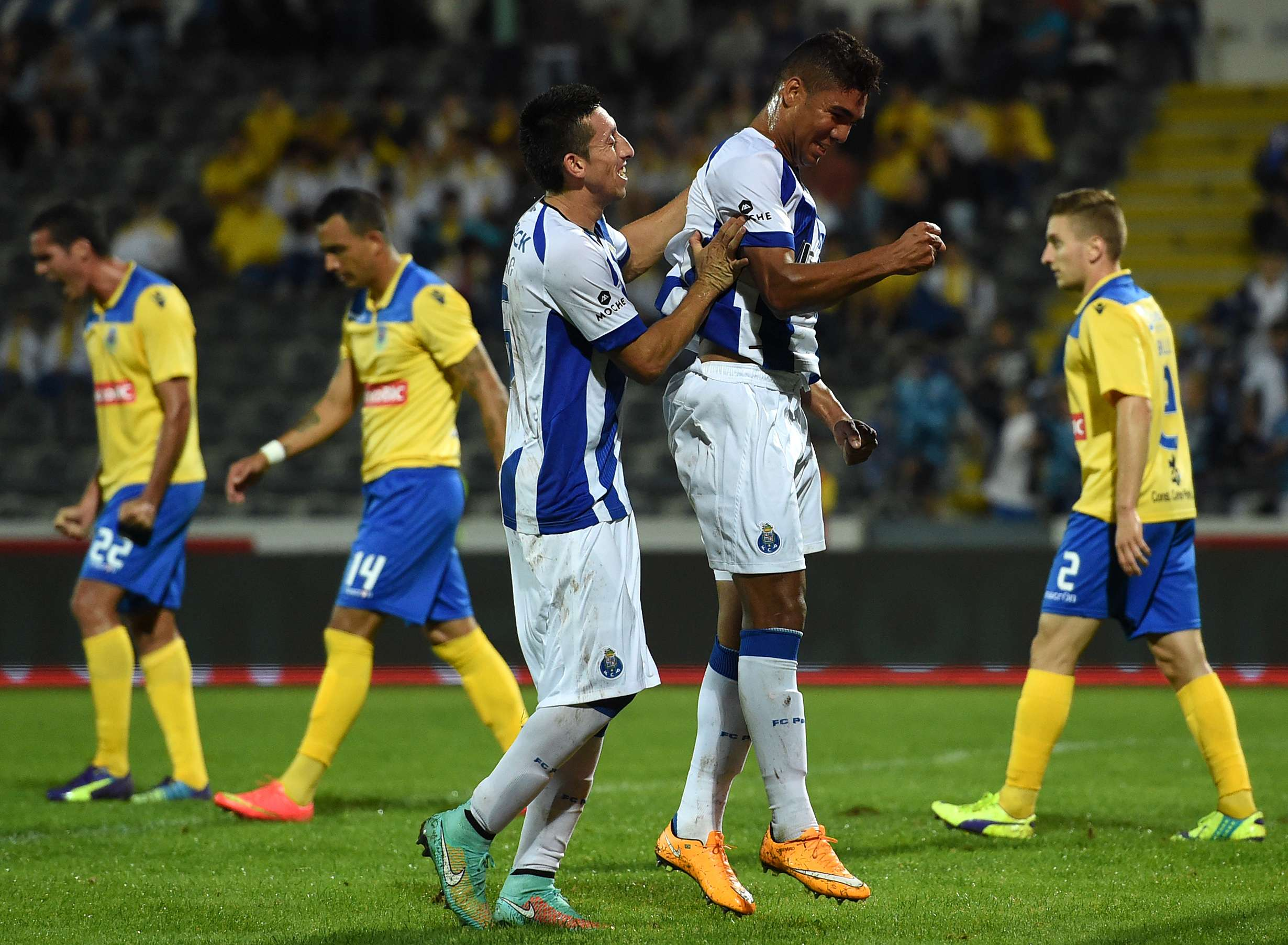 Casemiro comemora seu gol contra o Arouca Foto: Francisco Leong/AFP