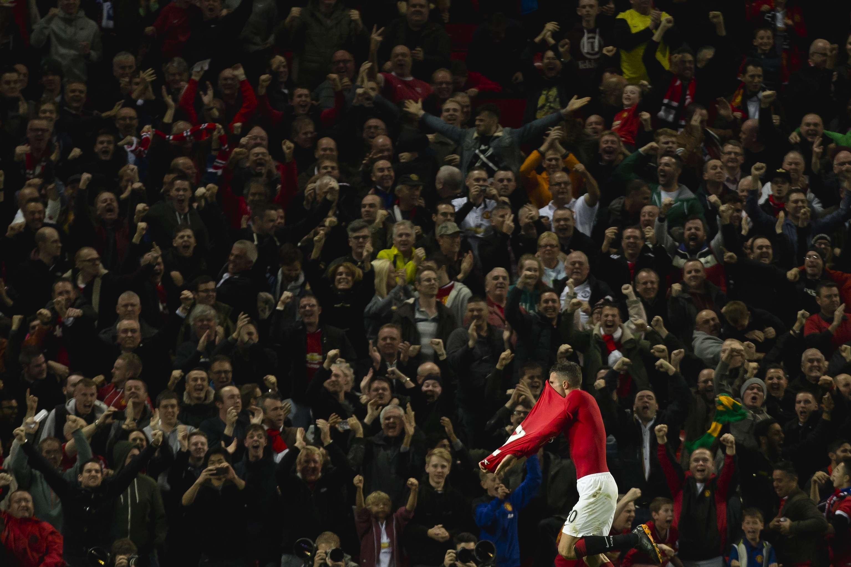 Manchester United só conseguiu parar Chelsea com gol de Van Persie no último minuto Foto: Jon Super/AP