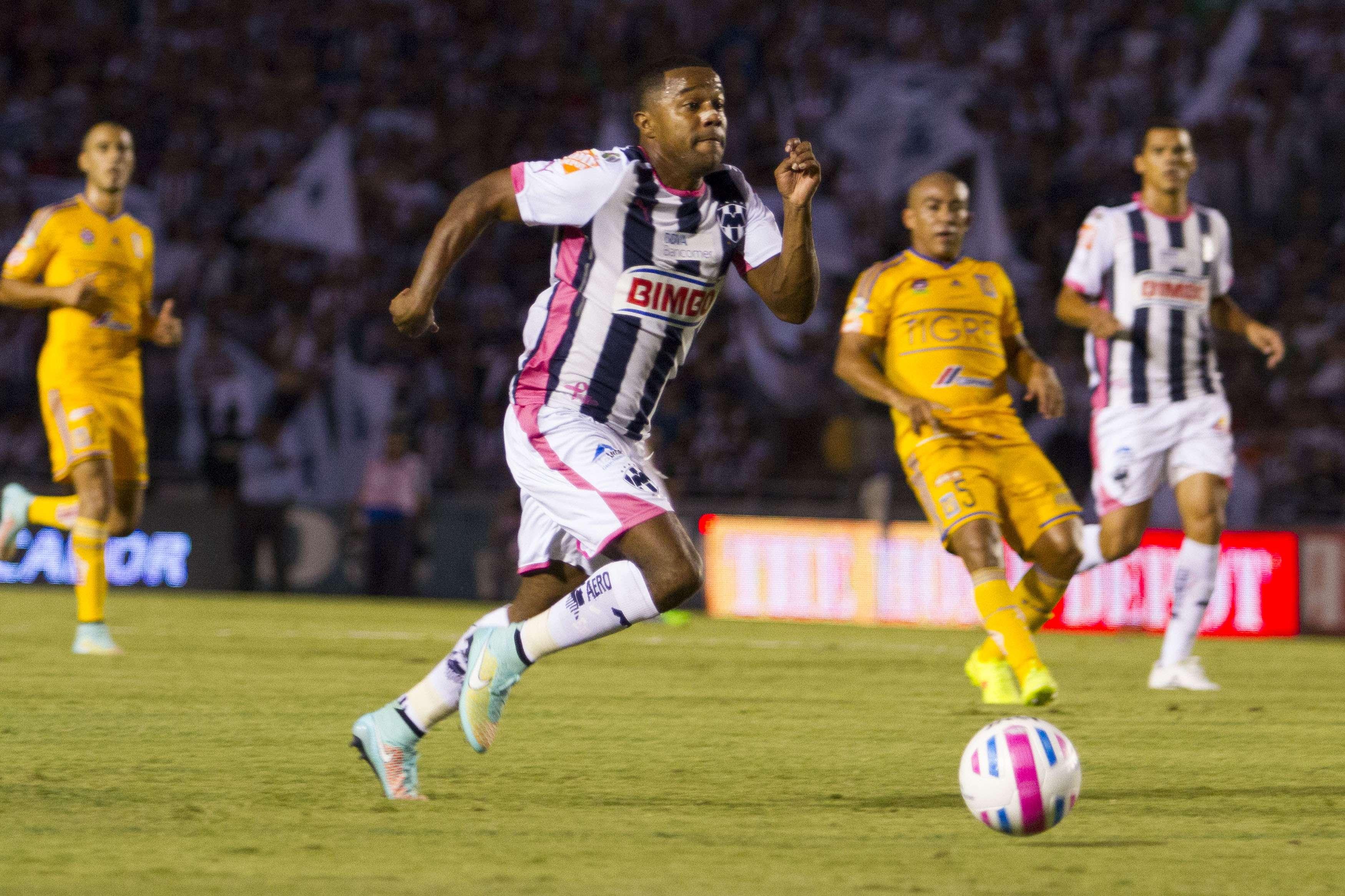 Con goles de Joffre Guerrón y Hérculez Gómez, Tigres vence 2-1 a Rayados en el clásico Regio, por Monterrey descontó Jesús Zavala. Foto: Mexsport
