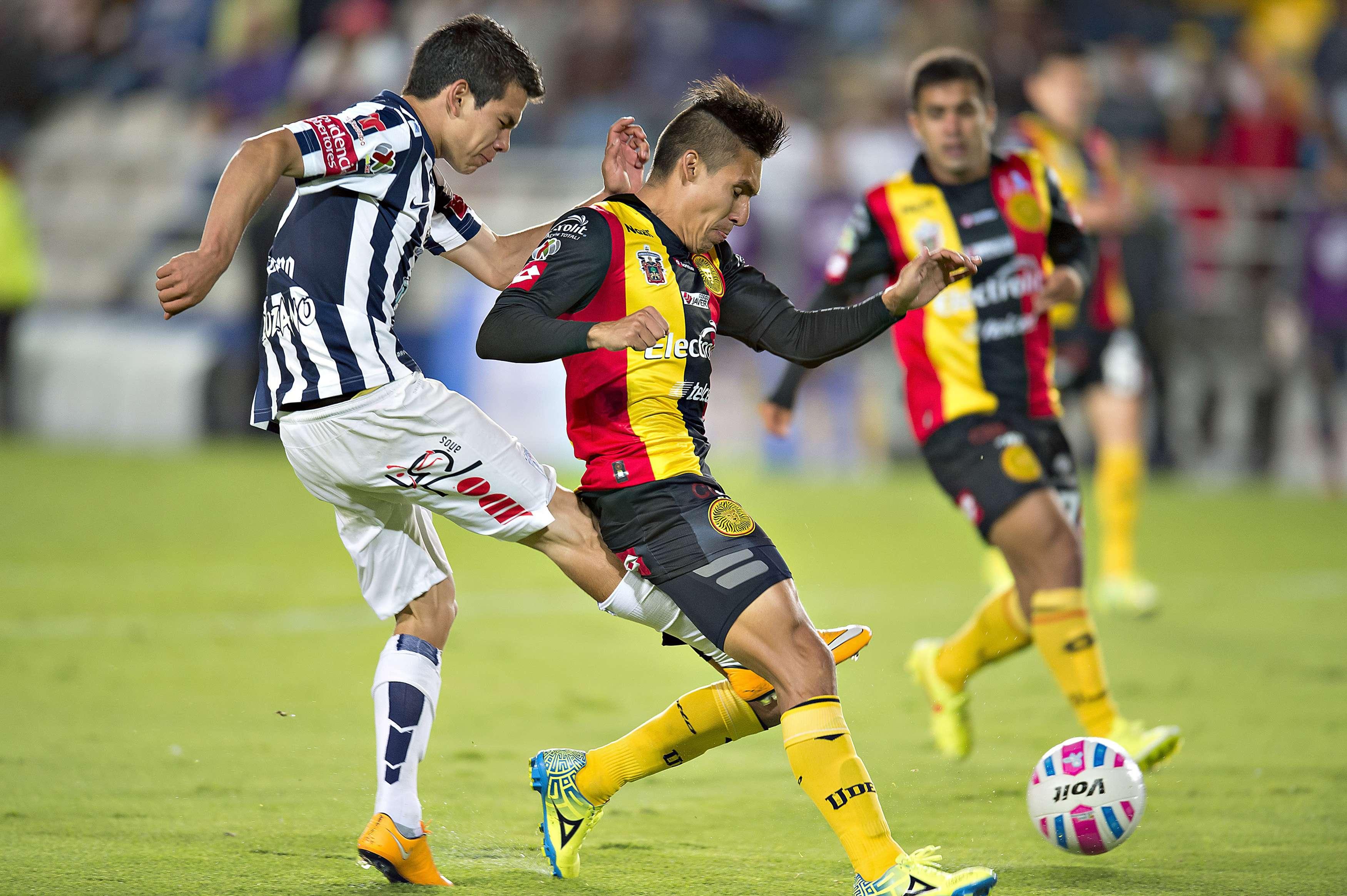 El partido fue muy peleado en media cancha. Foto: Mexsport