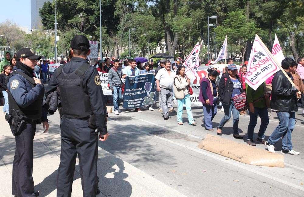 Marcha a un mes de Ayotzinapa Foto: Terra
