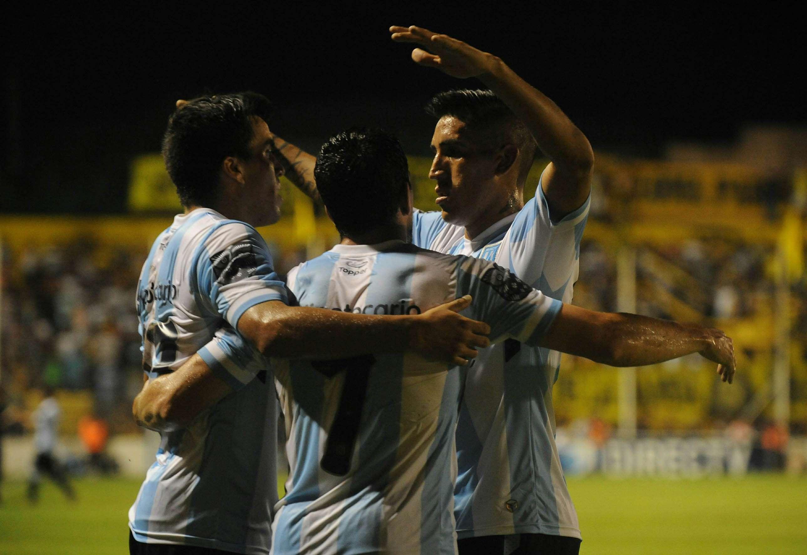 Belgrano venció 1 a 0 a Rosario Central; Independiente hizo lo propio 3 a 1 ante Tigre; Vélez derrotó 1 a 0 a Banfield; Newell´s igualó 2 a 2 con Godoy Cruz; Racing empató 1 a 1 con Olimpo de Bahía Blanca Foto: Agencias