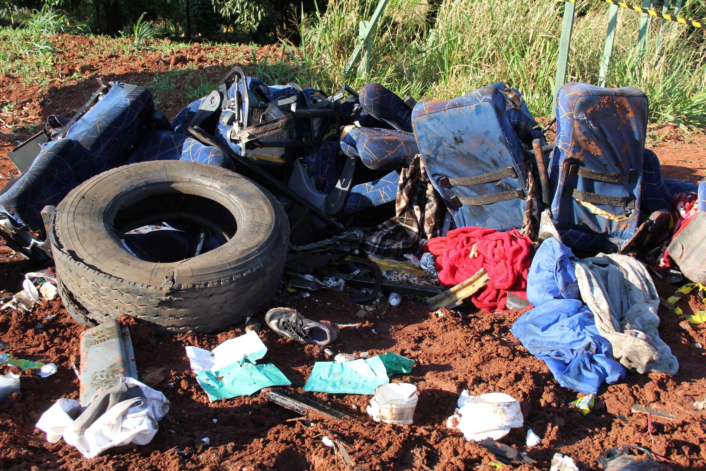 O que restou do veículo foi levado para o acostamento Foto: Tiago da Mata/Futura Press