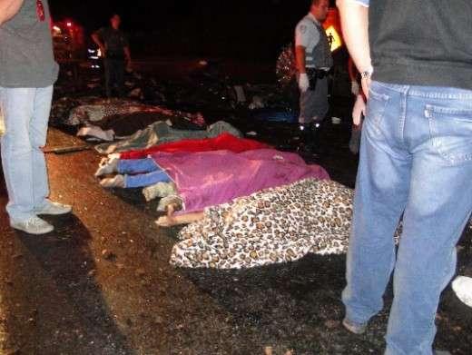 Pelo menos dez pessoas morreram no local do acidente Foto: Portal Ternura FM/Reprodução