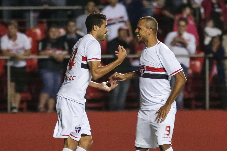 EXCLUSIVO: Veja atacante rival que pode aparecer no Corinthians após convite da diretoria