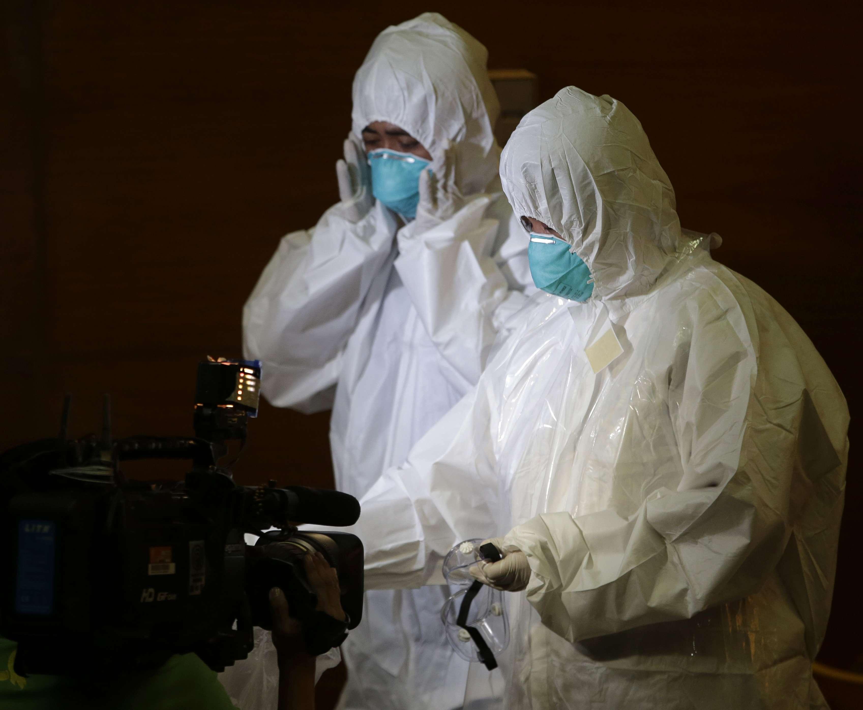 La Organización Mundial de la Salud registró 9,936 casos de infección en siete países diferentes y la tasa de mortalidad del ébola es del 70%. Foto: Archivo/AP en español