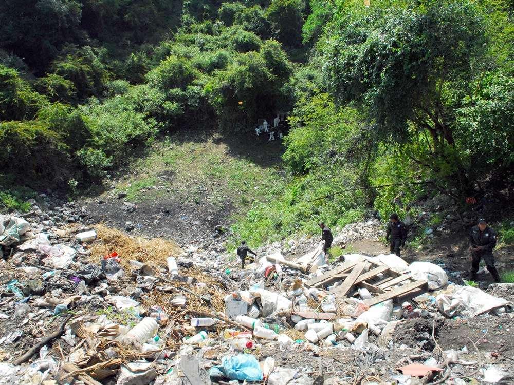 El basurero donde está ubicada la fosa clandestina, cuya ubicación confesaron miembros de los Guerreros Unidos, se ubica a 28 kilómetros de Iguala, donde fueron atacados los normalistas. Foto: PGR