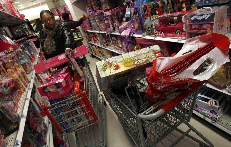 A confiança do consumidor norte-americano subiu em outubro para o maior patamar desde outubro de 2007 com melhora das avaliações do mercado de trabalho, informou o Conference Board. 06/12/2010 Foto: Mike Segar/Reuters