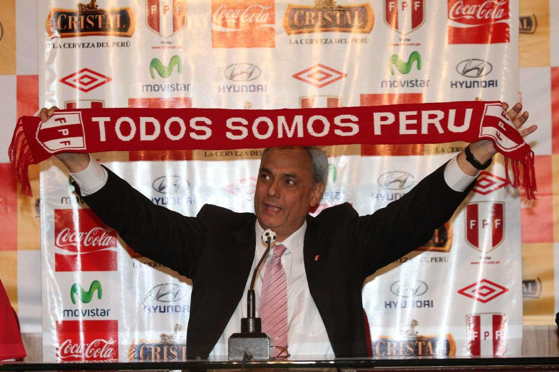 Manuel Burga es presidente de la FPF desde el 2002. Foto: Andina