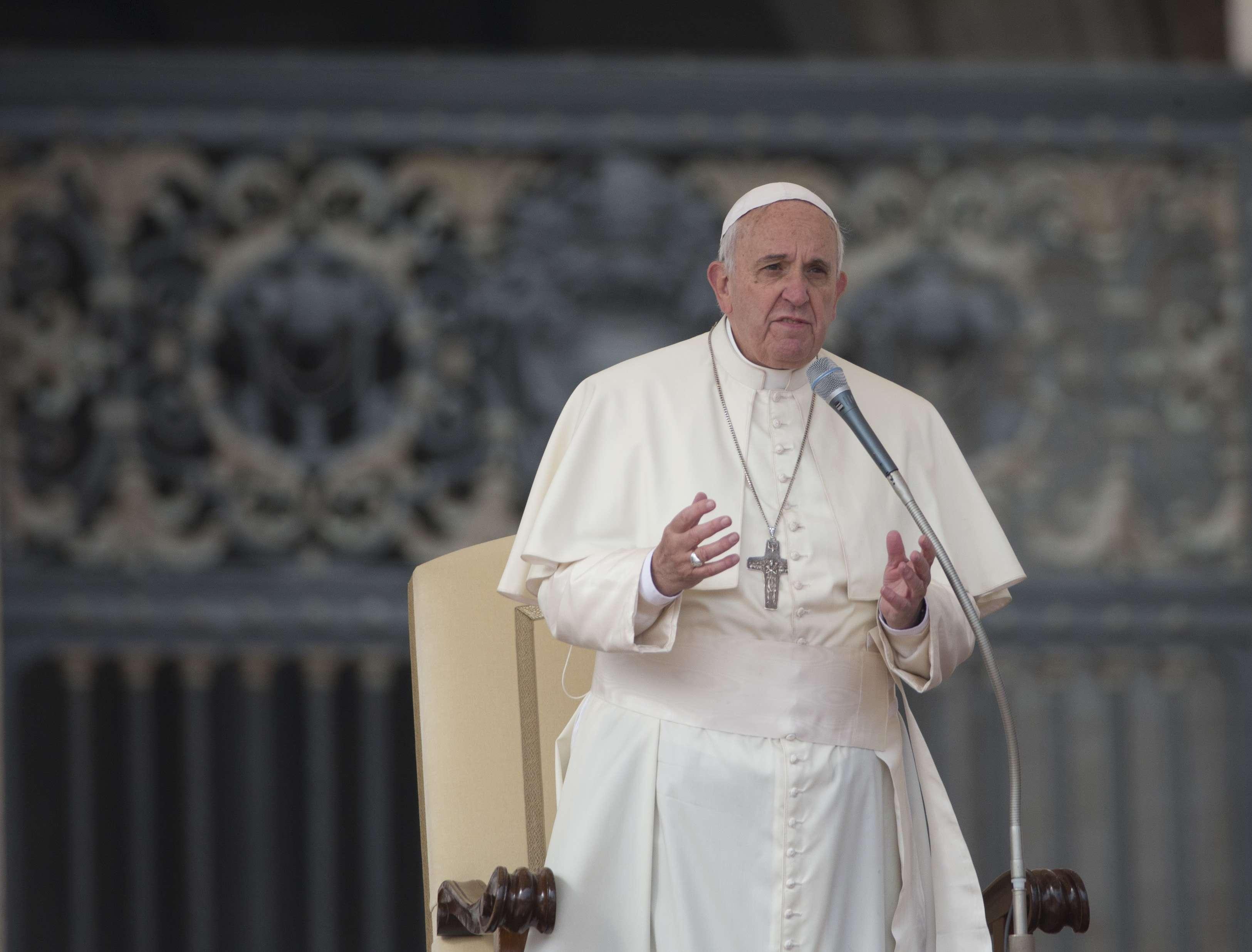El papa Francisco se solidariza con la sociedad mexicana, que se ha volcado para exigir a las autoridades una investigación exhaustiva hasta dar con el paradero de los 43 estudiantes. Foto: AP en español