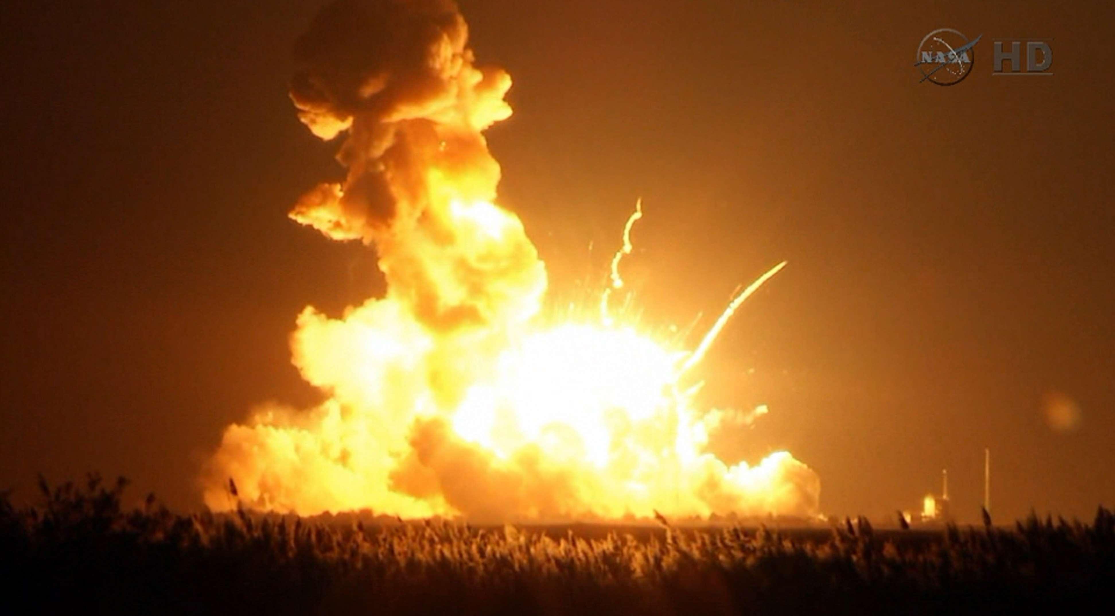 Esta imagen tomada de un video proporcionado por la NASA muestra el cohete no tripulado de Orbital Sciences Corp. al momento de explotar Foto: AP en español
