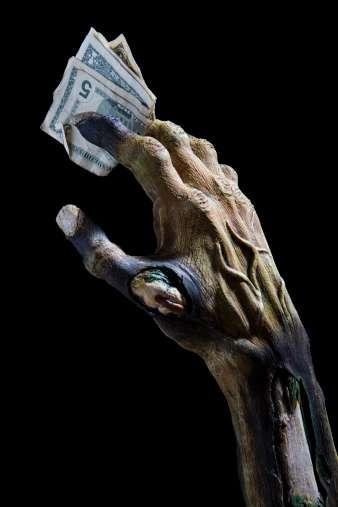 Las deudas monstruosas son aquellas que superan el 30% de tus ingresos y provocan que recurras a pagar solamente los mínimos de tu tarjeta. Foto: Getty Images