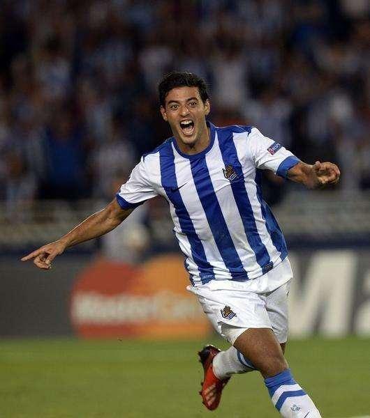 Carlos Vela comemora gol da Real Sociedad contra o Olympique de Lyon, em 28 de agosto de 2013. Foto: Vincent West/Reuters