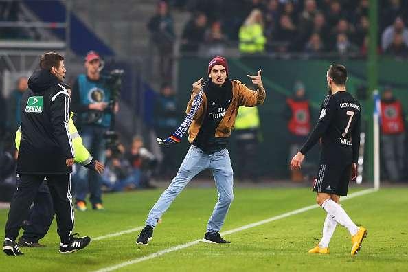 Ribery, al momento de ser provocado. Foto: Getty Images