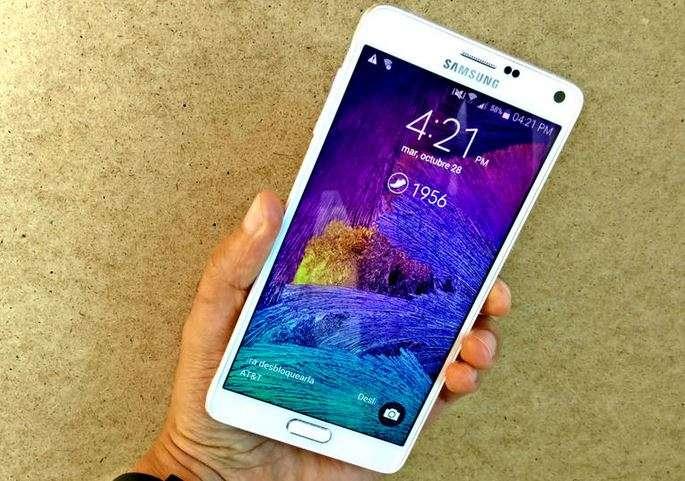 El Samsung Galaxy Note 4 tiene un montón de novedades de hardware y software. Foto: Juan Garzón/CNET